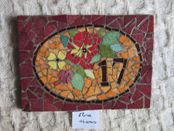 Numéro de maison effectué par une élève du cours de mosaïque enfants et adolescents de Pascale Villegas à Péret (Hérault)