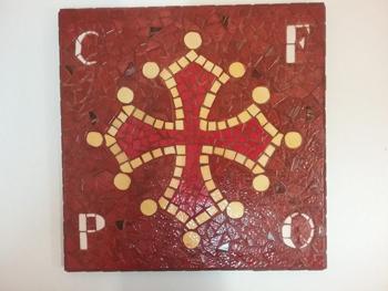 Croix occitane : effectué par un élève adulte du cours de mosaïque de Pascale Villegas à Péret (Hérault)